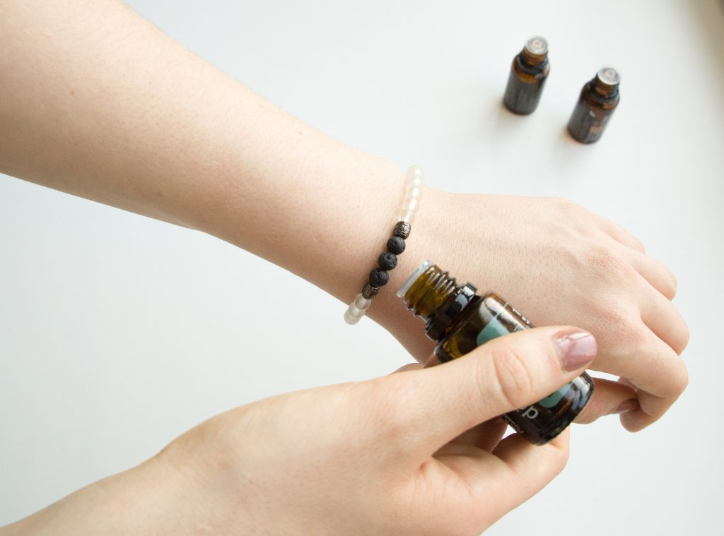 adding essential oils to jewelry