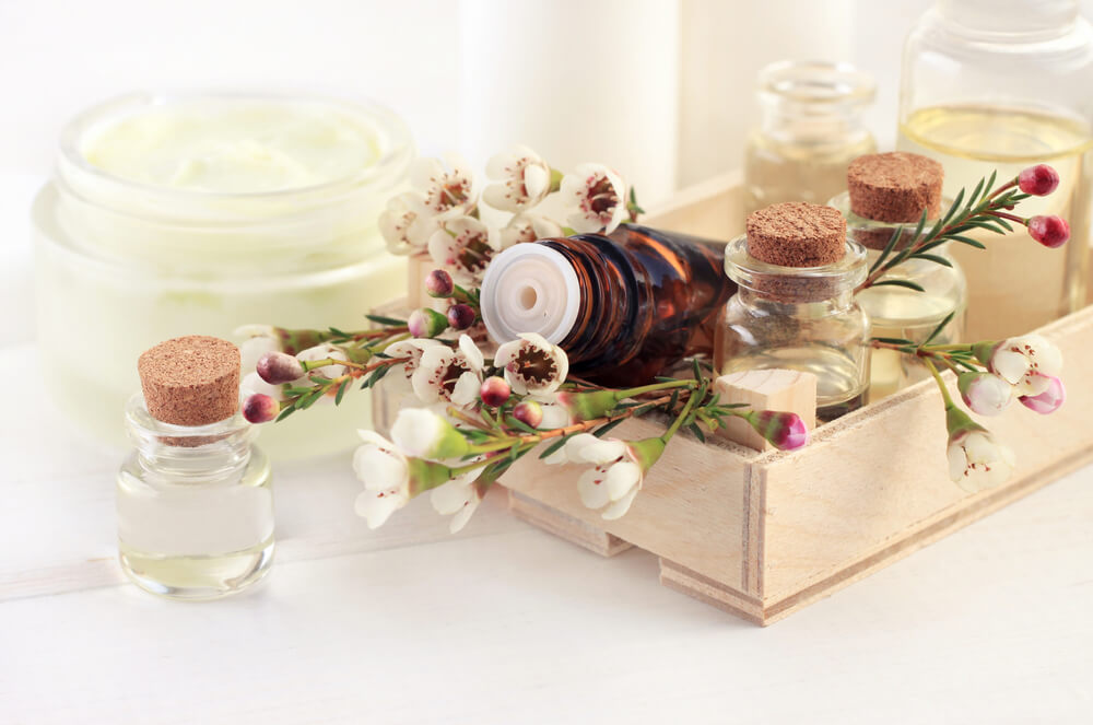 10 DIY Essential Oil Recipes to Get You Through Summer's Bugs, Burns & Bruises