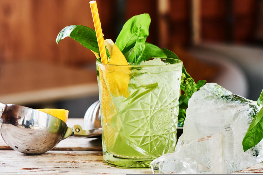 refreshing green, non-alcoholic drink